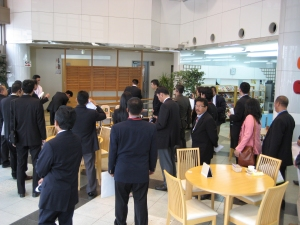 日本の接客サービスは素晴らしいと言われています。多くの方がカメラやビデオカメラで撮影されています。
