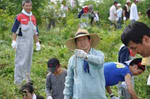 後藤社長が蛇を捕まえました!自然がだんだんと芽生えている証拠ですね。