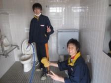多目的トイレも掃除します