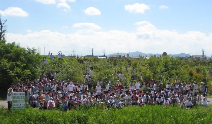 全員で記念撮影。猛暑の中、みんなで頑張りました。
