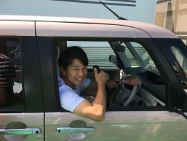 乗り心地のレポートをする原田さん